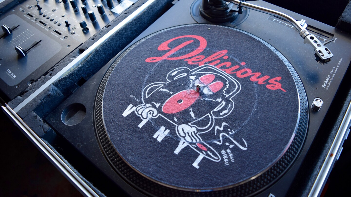Turntable delicious pizza by danny jensen.jpg