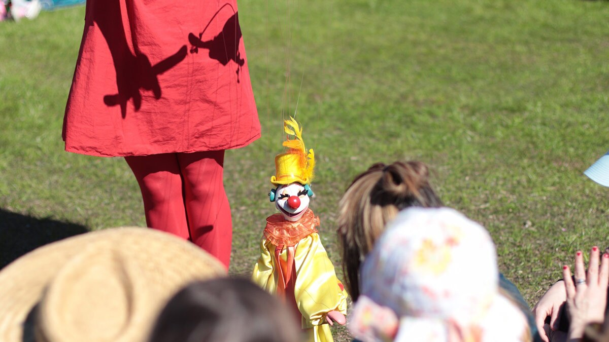 A puppet from Bob Baker Marionette Theater performs for a crowd of children. | Courtesy of Missy Steele