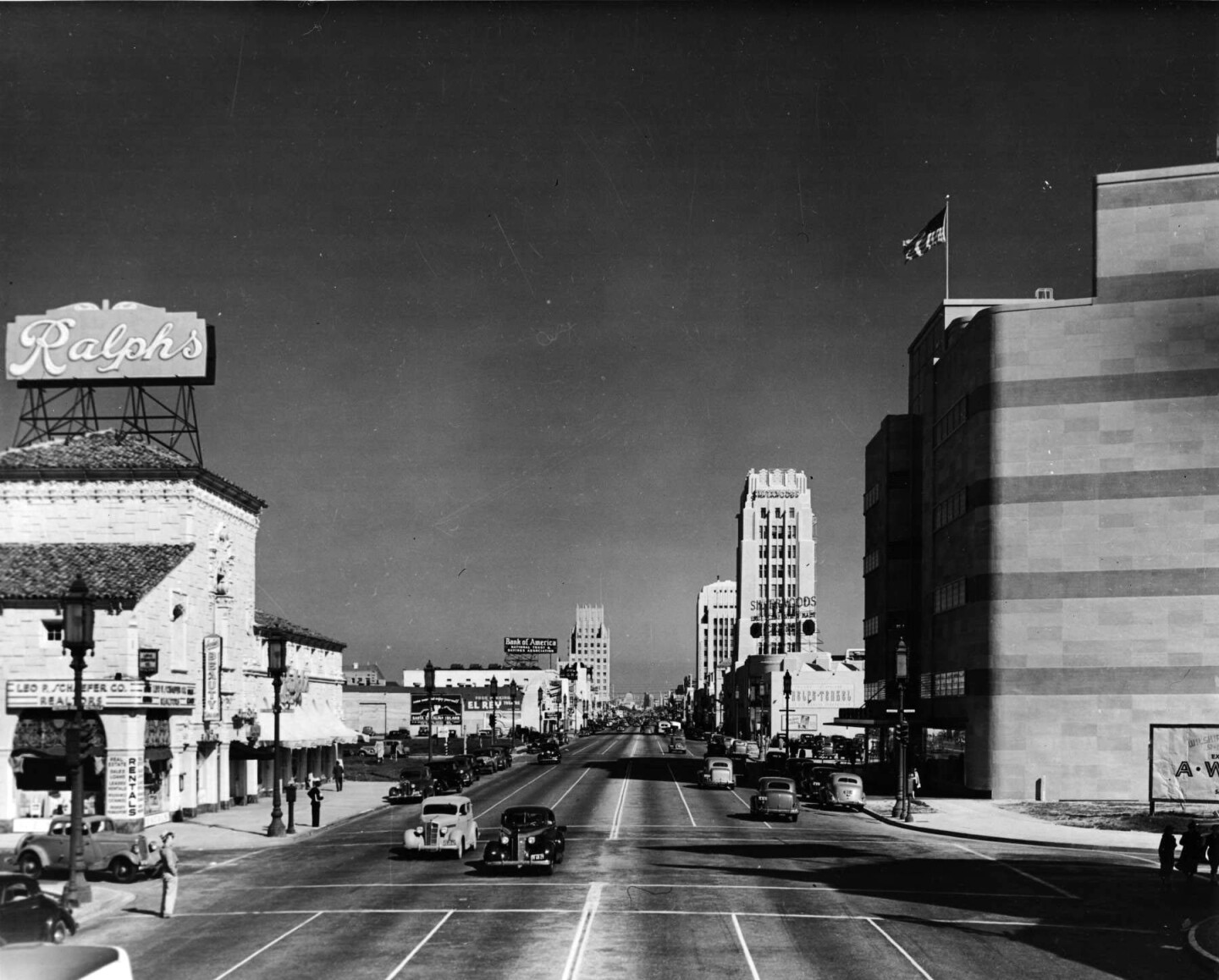 Circa 1940 view of the Miracle Mile, facing east. Courtesy of the Dick Whittington Photography Collection, USC Libraries.