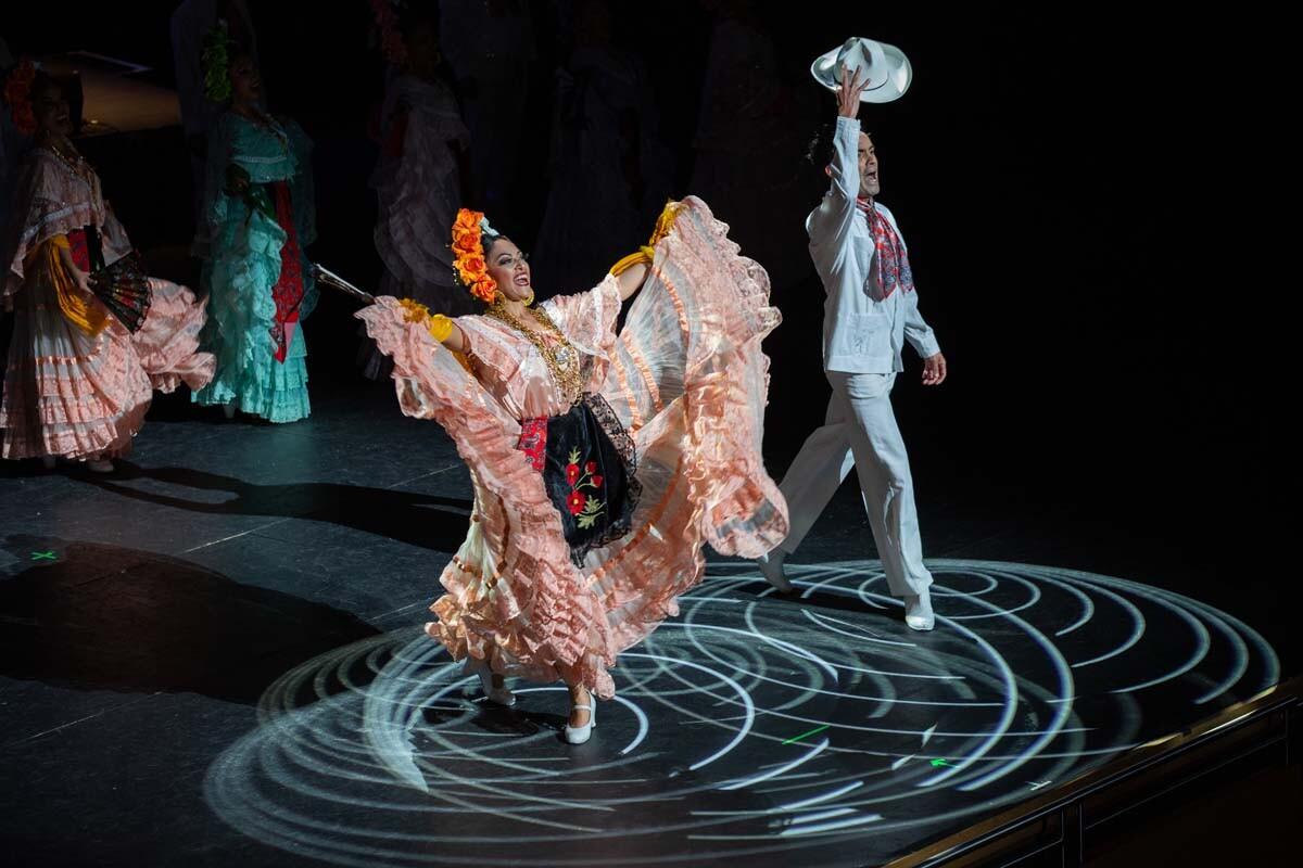 A couple of dancers from the Ballet Folclórico Nacional de México de Silvia Lozano take a bow at The Soraya on Jan 30., 2019. | Luis Luque