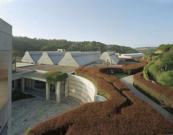 Skirball Founders Courtyard Museum Rooflines | Timothy_Hursley