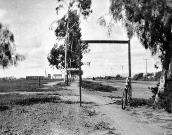 The Santa Monica Cycle Path at Washington and Third Ave. Courtesy of the USC Libraries - California Historical Society Collection.