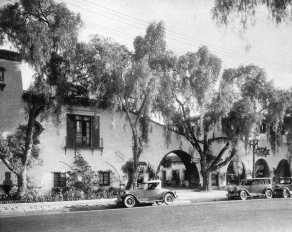 Thomson Buliding, the future home of Cat & Fiddle as it looked ca. 1928 | Photo: Security Pacific National Bank Collection, Los Angeles Public Library