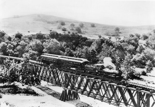 Circa 1885 view of the Los Angeles and San Gabriel Railroad crossing the Arroyo Seco between Garvanza and South Pasadena. Courtesy of the Title Insurance and Trust / C.C. Pierce Photography Collection, USC Libraries.