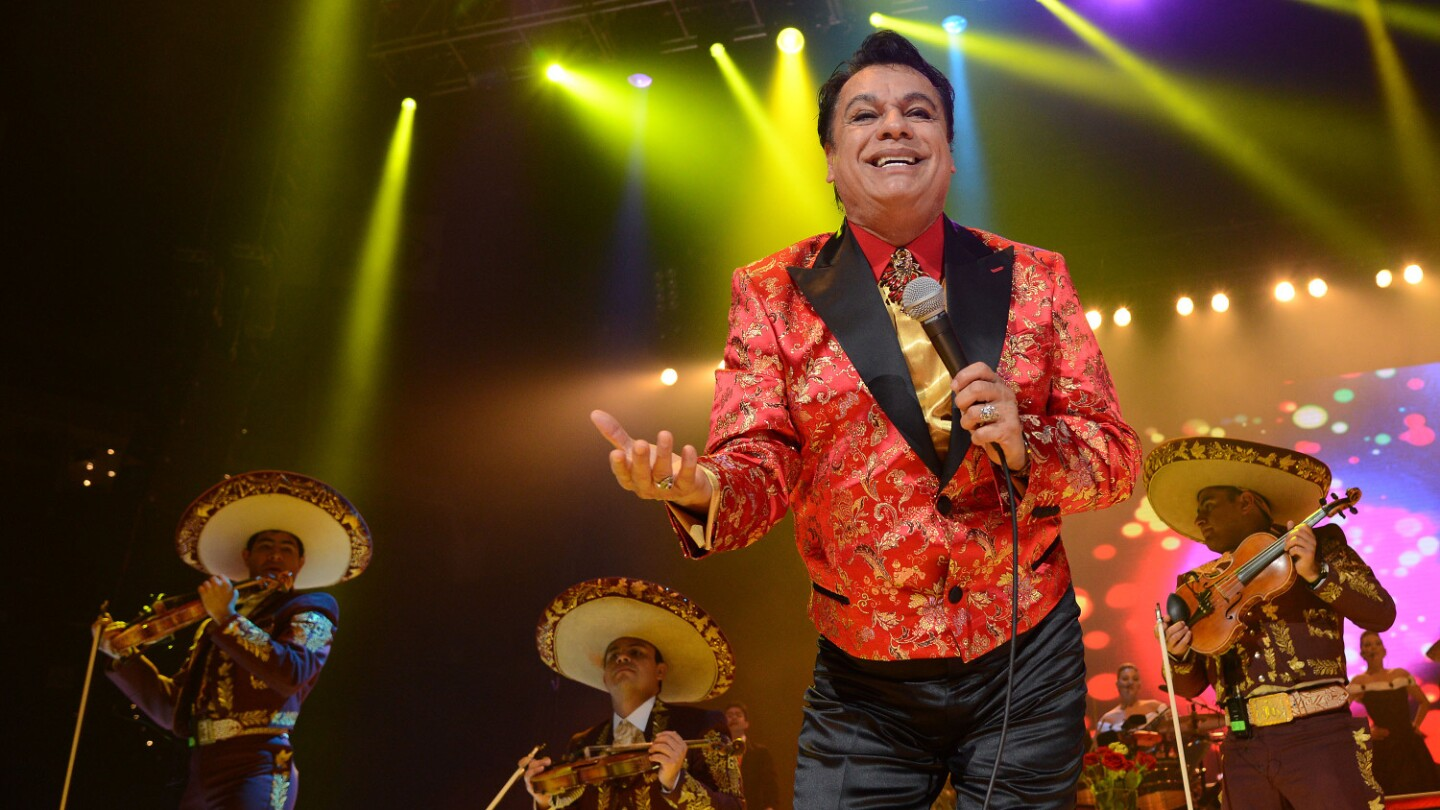 """Singer Juan Gabriel performs during his """"Volver Tour 2014"""" in Oakland (featured)"""