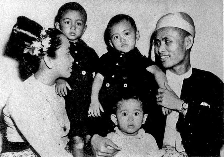 Aung San Suu Kyi Family Portrait