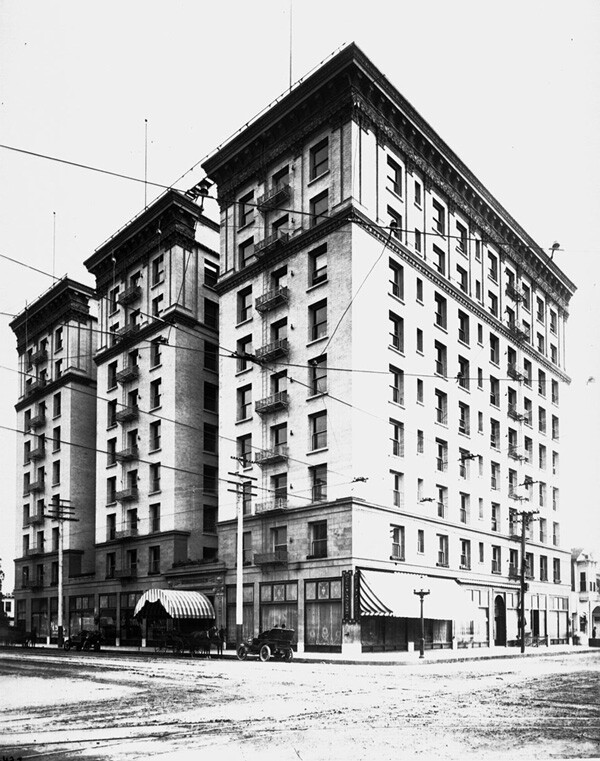 Circa 1907 view of the Lankershim Hotel. Courtesy of the Title Insurance and Trust / C.C. Pierce Photography Collection, USC Libraries.