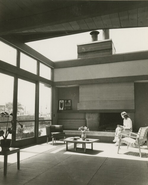 Edith Heath in her living room with the retractable roof | Courtesy of the Environmental Design Archives at UC Berkeley