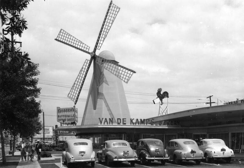 This Van de Kamp coffee shop was on the corner of Fletcher Drive and San Fernando Road. At the company's height, 320 bakeries and coffee shops beckoned passersby with large windmills | Security Pacific National Bank Collection, Los Angeles Public Library