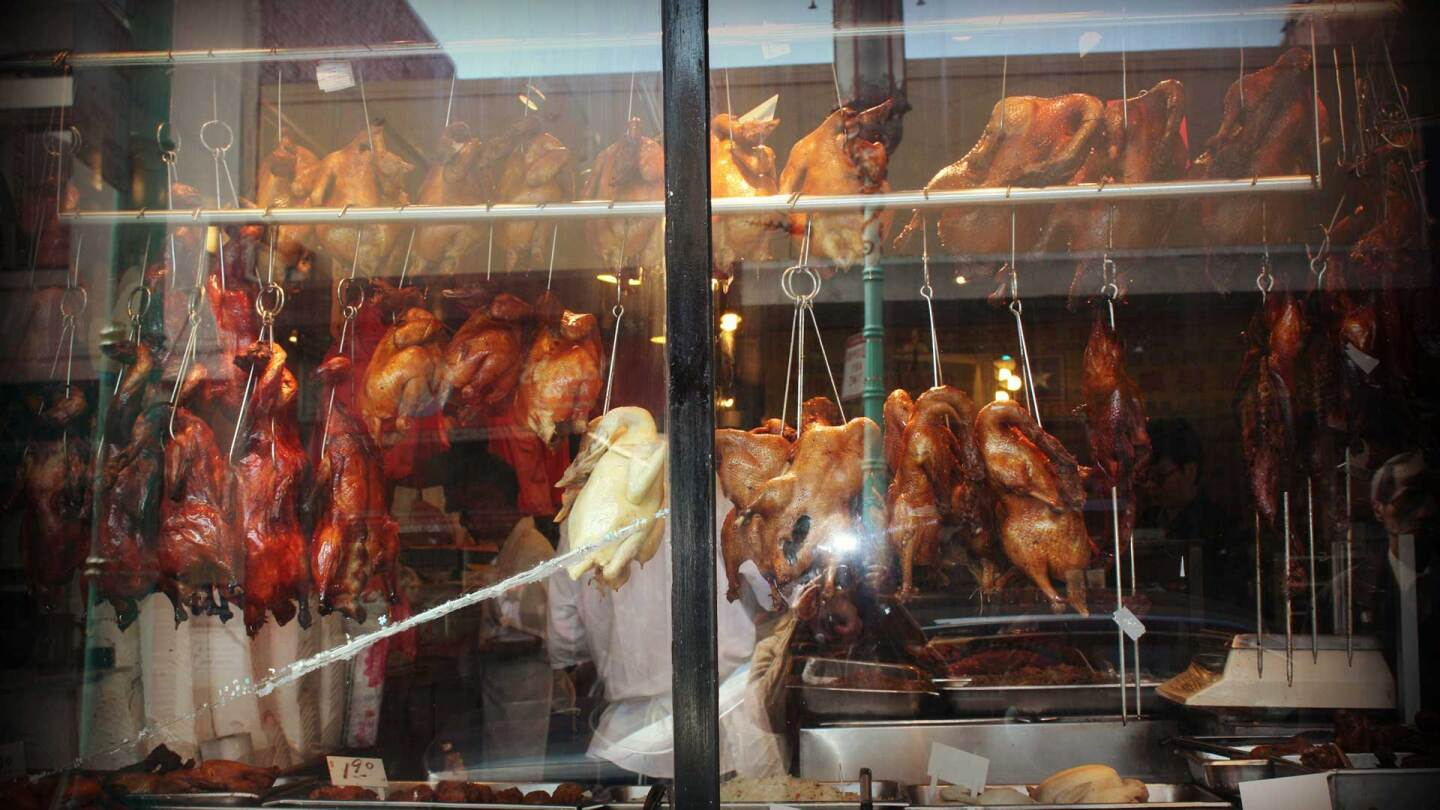 Roast duck hanging from a shop | Rebeca Anchondo via Flickr