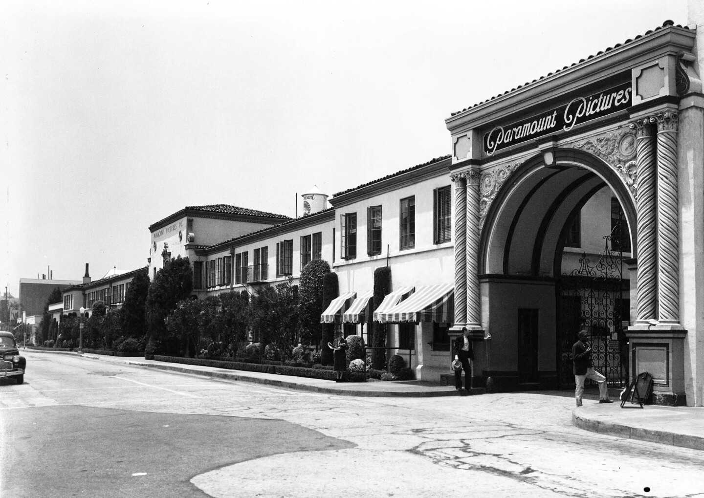 Paramount Pictures entrance, 1940