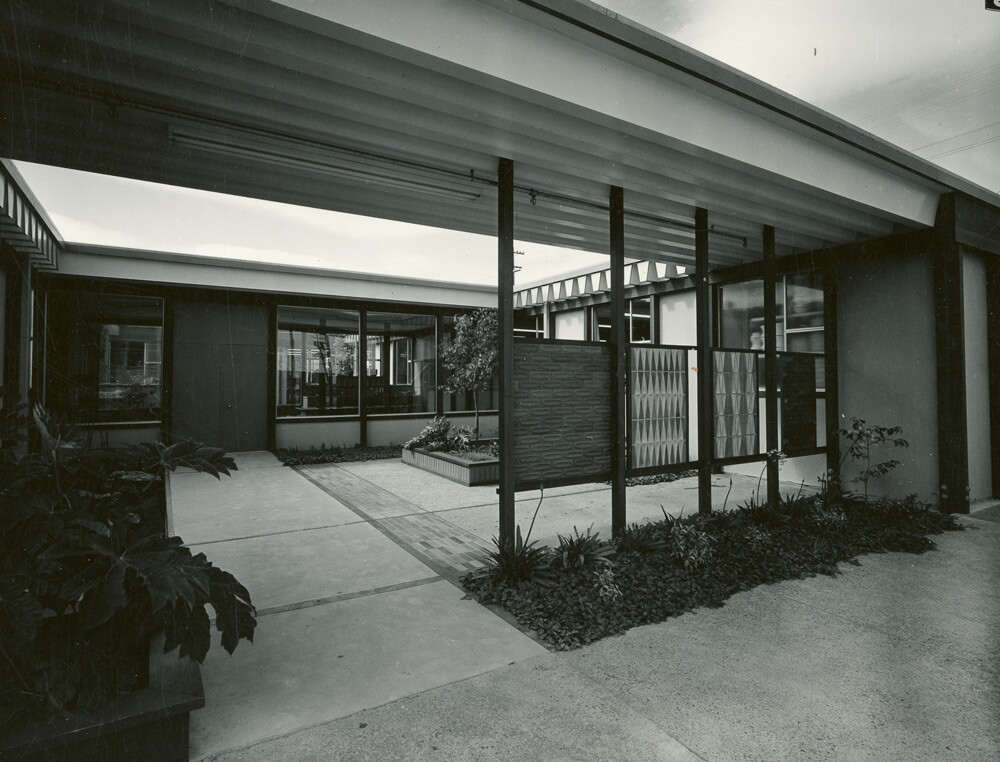 Heath Ceramics factory courtyard, from parking lot, ca. 1960 | Courtesy of the Environmental Design Archives at UC Berkeley