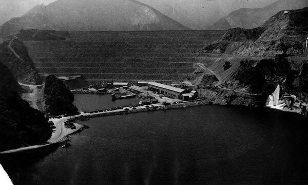 Aerial view of the San Gabriel Dam, built to contain a debris basin at the foot of the San Gabriel Mountains. Courtesy of the Herald-Examiner Collection, Los Angeles Public Library.