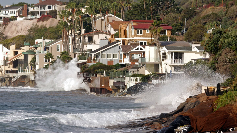 Broad Beach in Malibu | photo: Al Seib Los Angeles Times via Getty Images