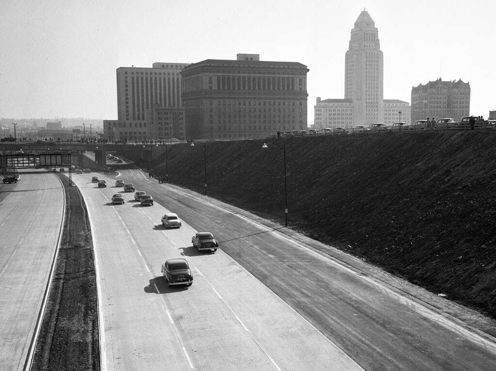 """A view of US-101's """"Downtown Slot"""" segment shortly after its 1951 opening"""