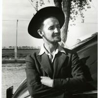 Woody_Guthrie_in_hat_cropped.JPG