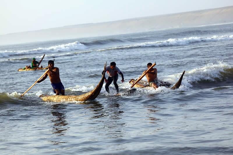 Caballitos de tortora - Surfing in Huanchaco, Peru