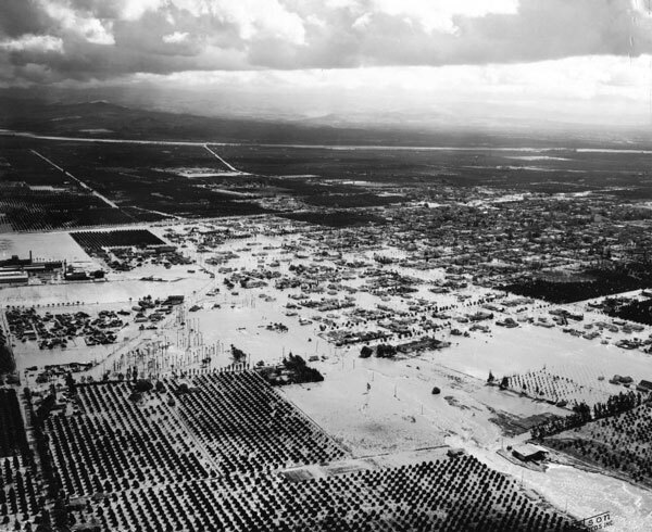 Floodwaters submerged much of Anaheim in 1938. Courtesy of the Anaheim Public Library.