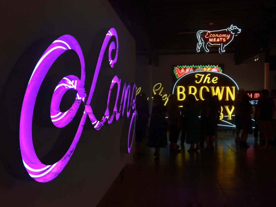 Museum of Neon Art (1)