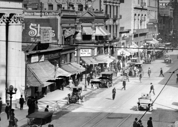 1915 view of Mercantile Place's intersection with Spring Street. Courtesy of the USC Libraries - California Historical Society Collection.