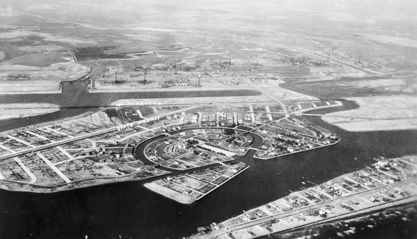 Aerial view of Naples, Long Beach, in 1915