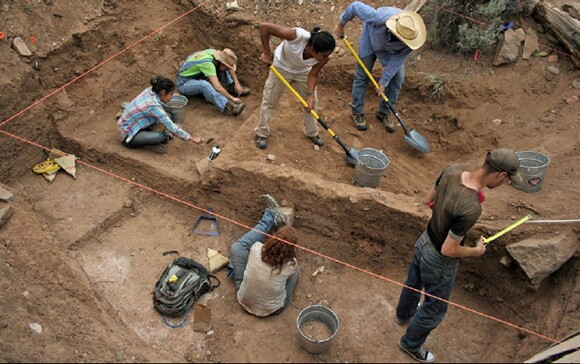 Lead by Columbia University PHD candidate Kaet Heupel, archaeologists dig at the New Buffalo Commune | Photo: Elizabeth Angell.