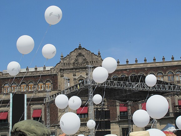 """Acción 40 mil almas"" by César Martínez. 1000 balloons, each representing the dead from the drug violence, were released into the sky above the Zócalo. 