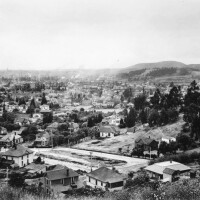 Ela Park is the oval-shaped lawn in the foreground of this 1911 photo, courtesy of the USC Libraries - California Historical Society Collection.