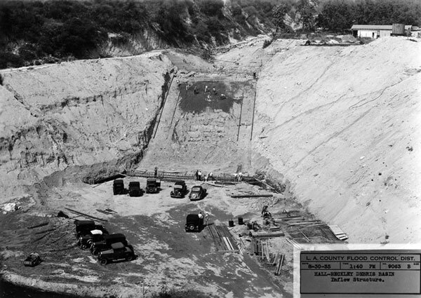 Construction of the Hall-Beckley debris basin near La Canada Flintridge in 1935. Courtesy of the California Historical Society Collection, USC Libraries.