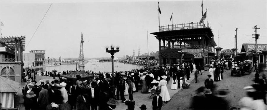 Crowd at Venice lagoon, Venice, ca. 1910 | California Historical Society at University of Southern California Libraries