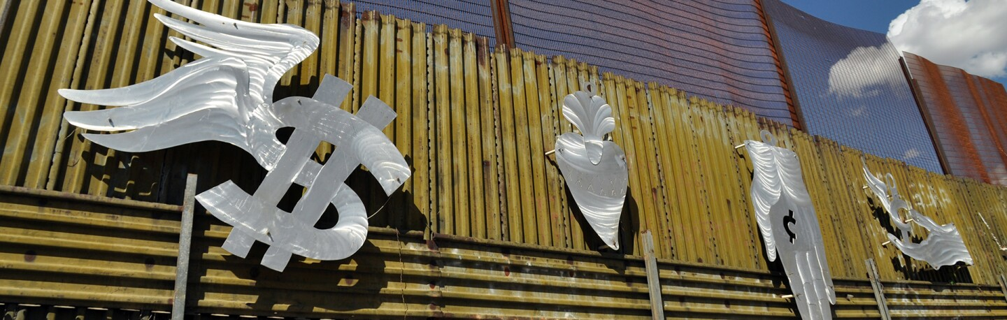 Art on the Border Wall in Nogales, Sonora | Photo: Jonathan McIntosh, some rights reserved