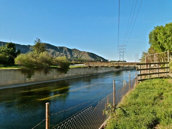 West along the Los Angeles River the bank is a vertical drop.