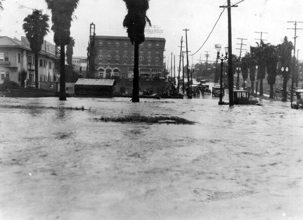 In this circa 1922 photo, the resurgent Arroyo de la Sacatela floods the intersection of Sixth Street and Mariposa Avenue. Courtesy of the Security Pacific National Bank Collection, Los Angeles Public Library.