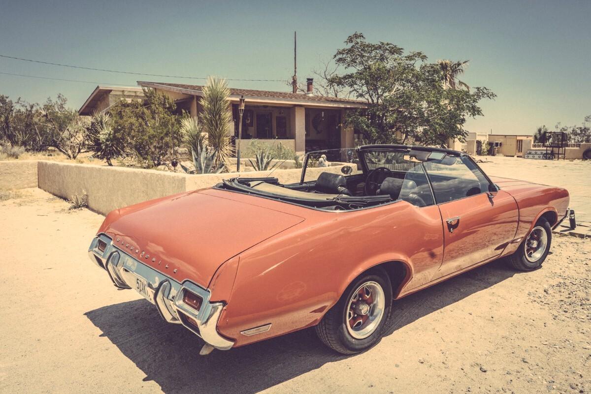 Dave Catching's Oldsmobile ragtop at Rancho de la Luna | Kim Stringfellow