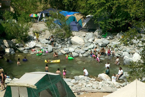 Families enjoying the East Fork of the San Gabriel River. Photo by Andrew M. Harvey used with permission.