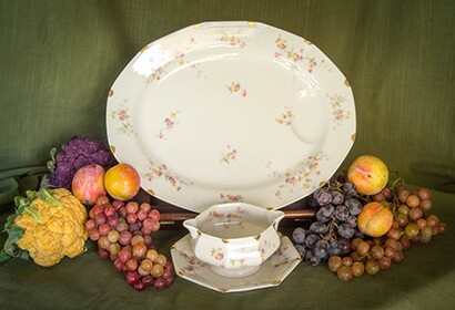 Haviland Limonge china | Elaine with Grey Cats / Flickr / CC BY-SA 2.0