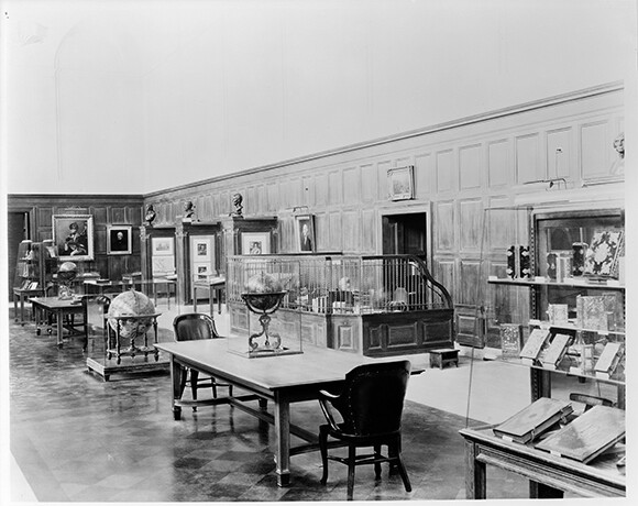 Library Main Exhibition Hall, ca. 1928-29. The Huntington Library, Art Collections, and Botanical Gardens.