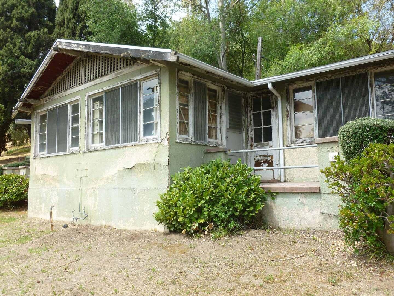 Barlow Respiratory Hospital cottages exterior.   Sandi Hemmerlein