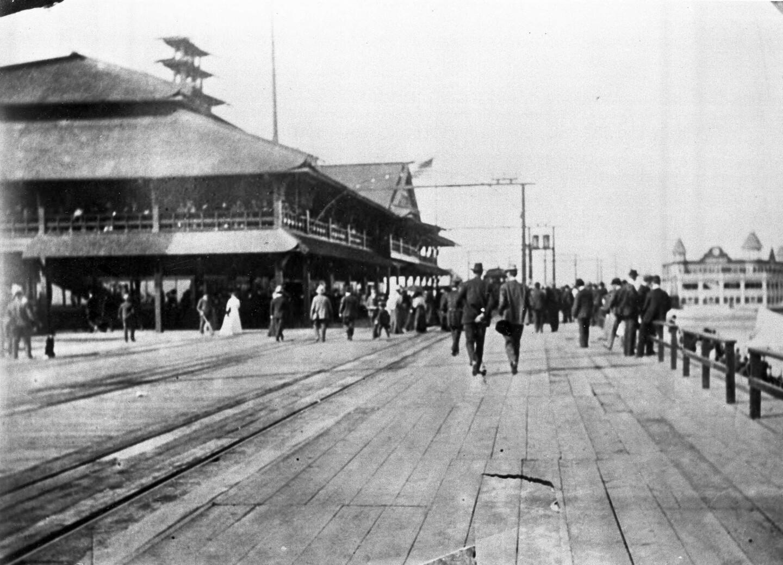 Balloon Route passengers on the Playa Del Rey boardwalk (c. 1908)