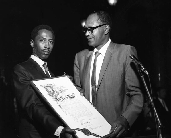 Leimert Park resident and then councilmember Tom Bradley presents an award to Los Angeles Sentinel photographer Clifford Hall. 1968 | Image: Courtesy of Los Angeles Public Library