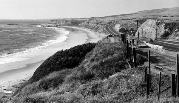 Pacific Coast Highway passes by El Morro Beach in Crystal Cove, Orange County, 1953. Courtesy of the Orange County Archives.