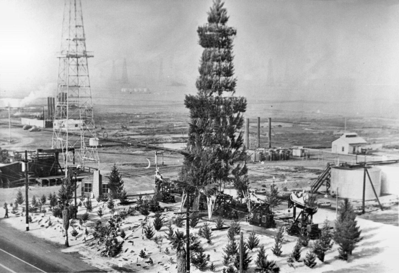 Oil Derrick Christmas Tree