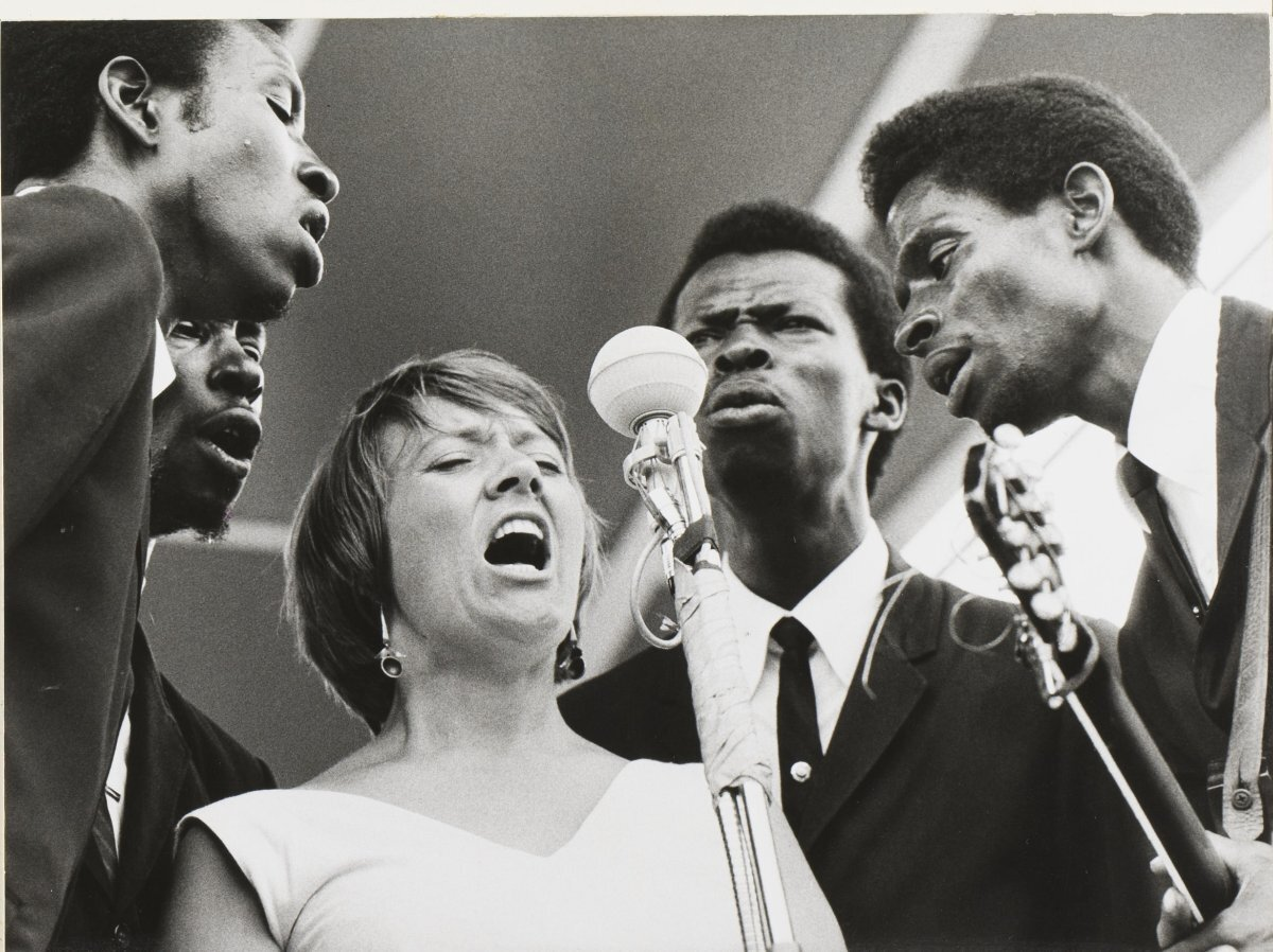 Barbara Dane with the Chamber Brothers | Mark Roth, Courtesy of the Barbara Dane Legacy Project