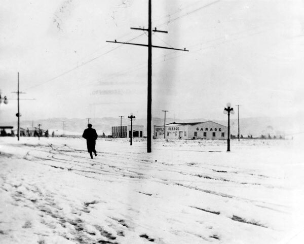 Snow in Owensmouth, circa 1915. Courtesy of the Photo Collection, Los Angeles Public Library.
