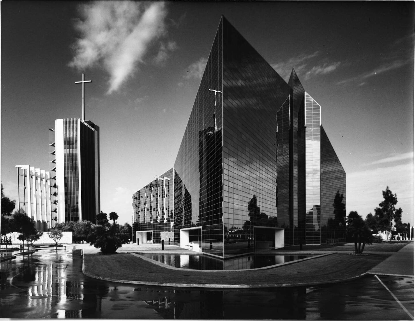 Circa 1980 photo of Orange County's Crystal Cathedral