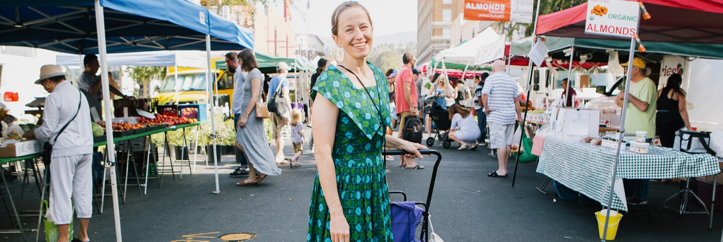 A customer prepared to shop at the Hollywood Farmers' Market with her rolling shopping cart. | Jenny Kim