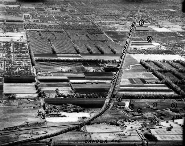 A 1960 view of the northwestern junction between the Southern Pacific's main line and its Burbank Branch, which ran alongside Canoga Avenue. Courtesy of the Photo Collection - Los Angeles Public Library.
