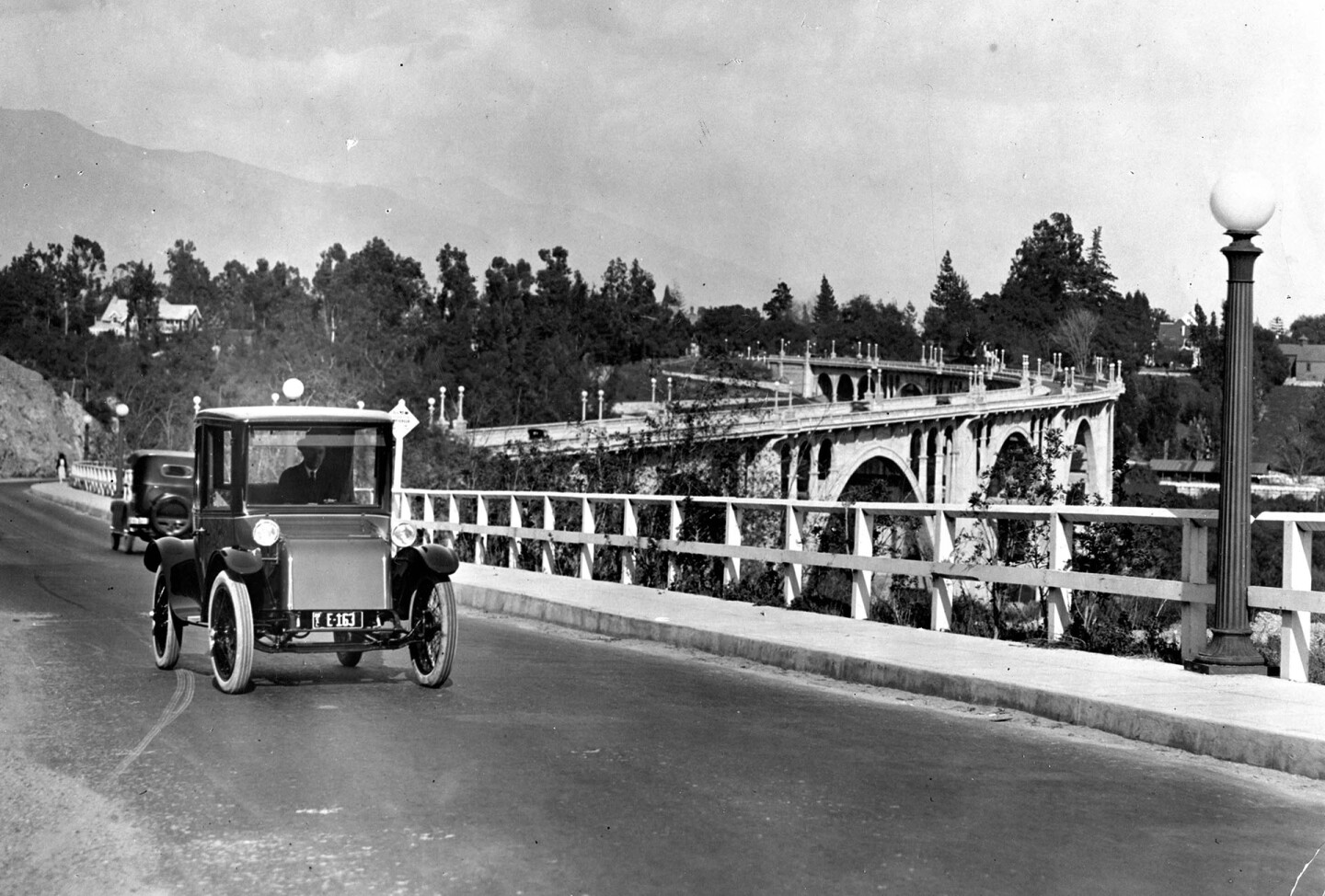 An electric car crosses the Colorado Street Bridge in 1930. Courtesy of the Pasadena Museum of History.
