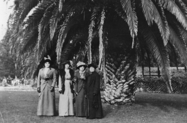 Sisters with mother at the Inglewood Cemetery, 1910 | Shades of L.A. Collection, Los Angeles Public Library