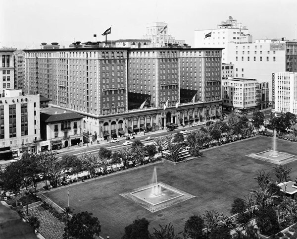 Circa 1960 view of Pershing Square. Courtesy of the Los Angeles Examiner Collection, USC Libraries.